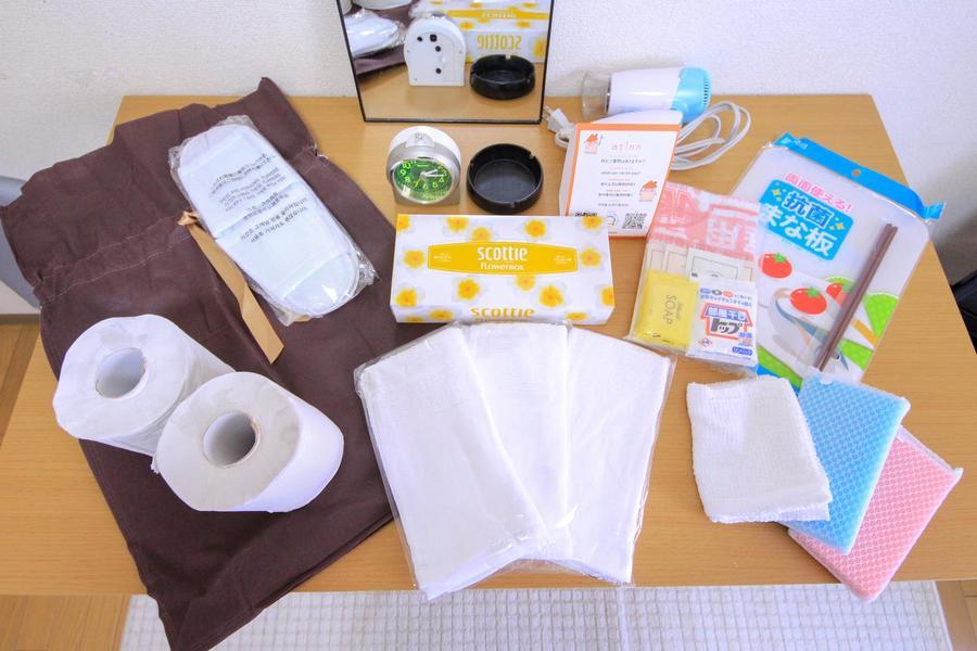 ティッシュやゴミ袋などの日用品をアメニティとしてご用意しています