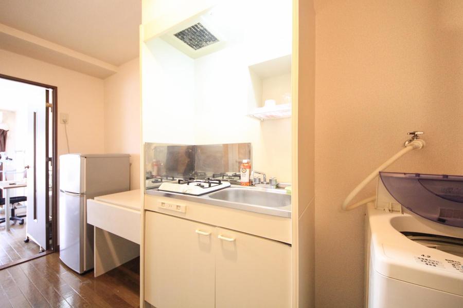 キッチンはコンパクトサイズ。広めのシンクが特徴です