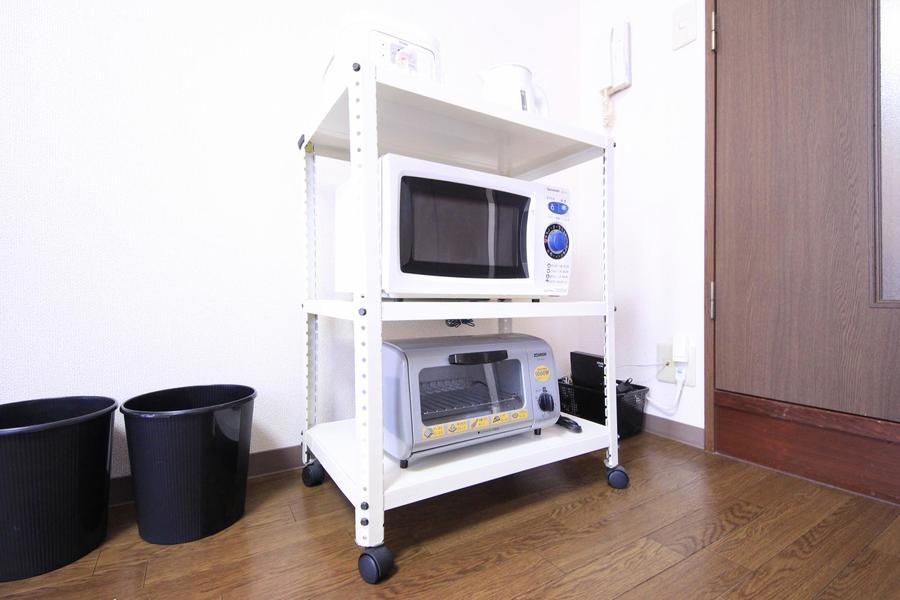 キッチンラックはワゴン式。お好きな場所に移動可能です