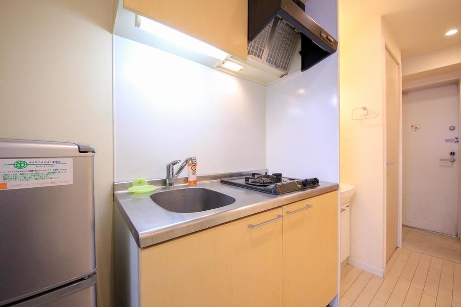 キッチンはコンパクトサイズ。ガスコンロは便利な2口タイプです