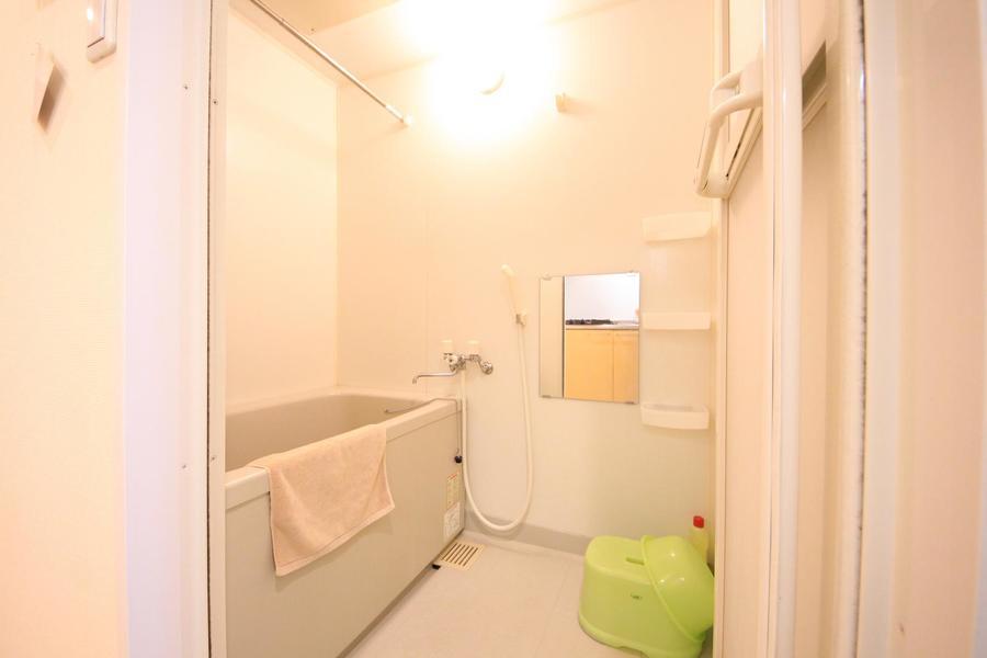 ゆったり浸かれる広めのお風呂。浴室乾燥機能も搭載しています