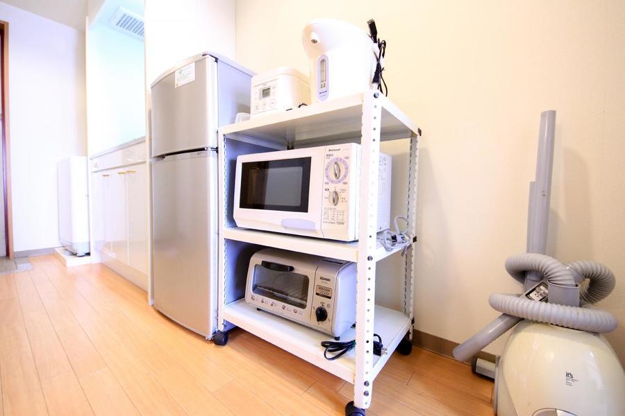 キッチン家電類は使いやすく一箇所に。キャスター付きで移動もラクラク