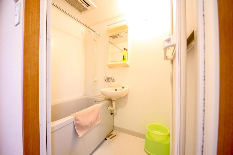 清潔感のあるバスルームは嬉しい浴室乾燥機能搭載!