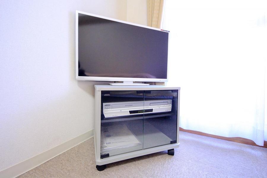 テレビは液晶テレビを設置。見やすい場所に移動してお使いいただけます