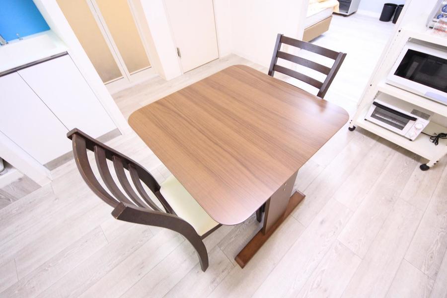 毎日使うテーブルセットはシンプルかつ使いやすいものをセレクト