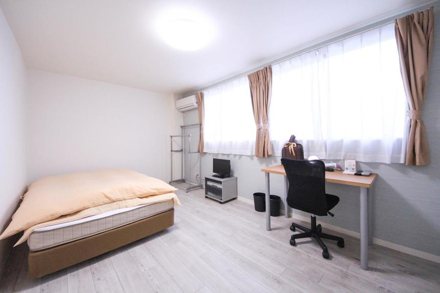 寝室はたっぷり9帖。ベッドや家具を配置しても手狭さを感じさせない広さです