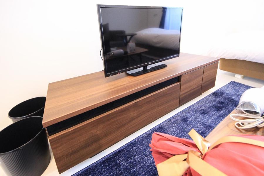 長方形のテレビボード。木目を活かしたスタイルがお部屋にマッチ