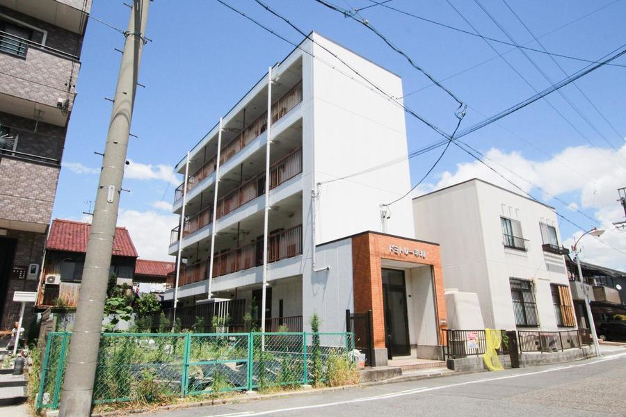 周囲は閑静な住宅街。最寄りバス停からは名古屋駅直通のバスが出ており便利です