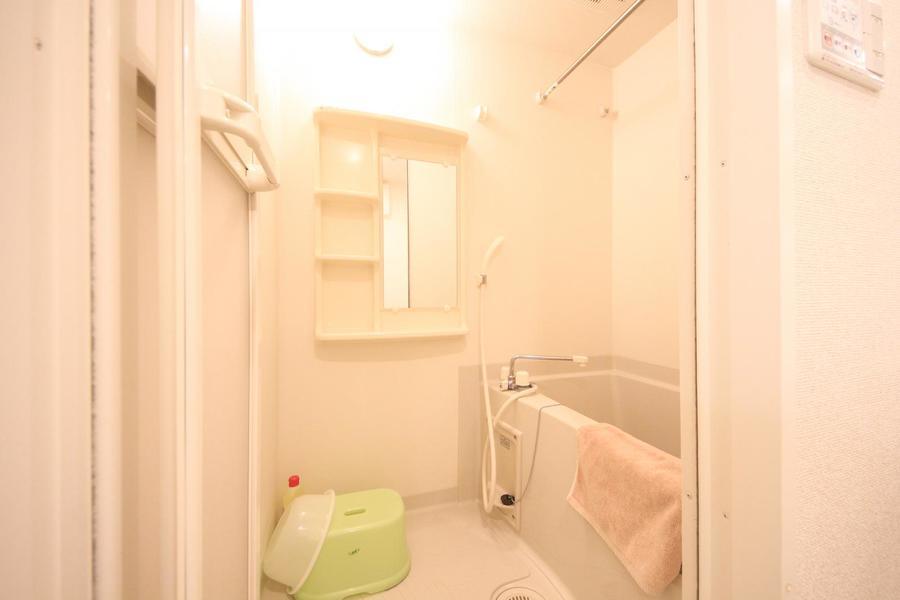 清潔感あるバスルームは嬉しい浴室乾燥機能付き
