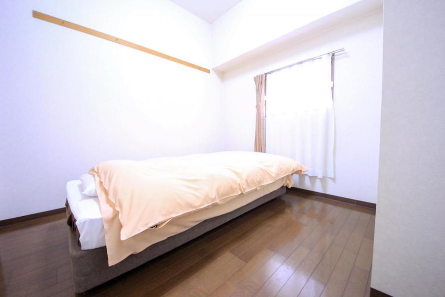 玄関からすぐのお部屋は5帖タイプ。コンパクトながらゆとりがあります