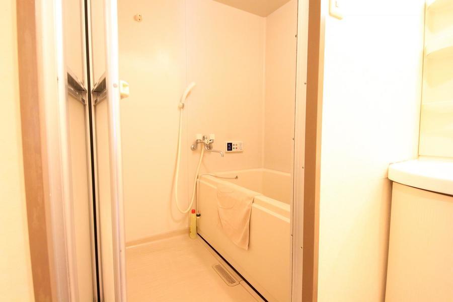 浴室は広さ充分。嬉しい追い焚き機能付きです