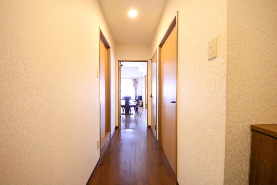 玄関からリビングまではまっすぐ。段差もなく足元も安心です
