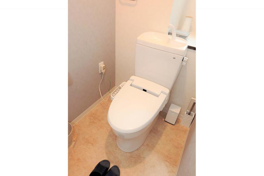 お手洗いは衛生面でも安心な独立タイプ。もちろん人気のシャワートイレタイプ!