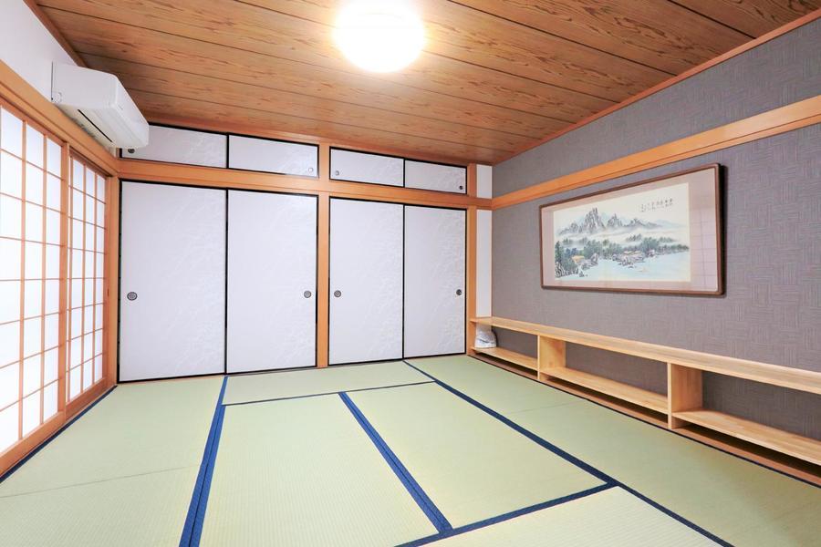 リビング横には畳敷きの和室。い草の匂いが心地よい和の空間です
