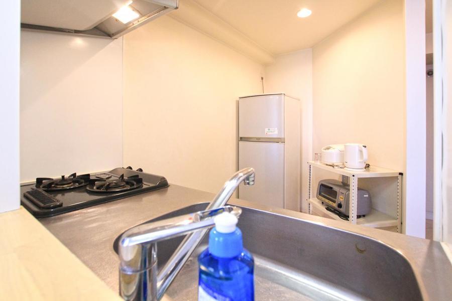 冷蔵庫、炊飯器など家電類は手の届く範囲に設置。ゆったりとお料理ができます