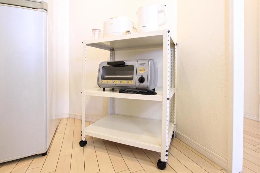 キッチンラックはキャスター式なので移動も可能!