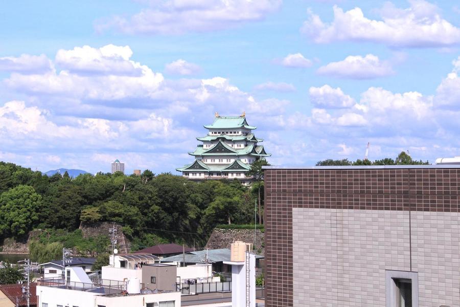 お部屋からは名古屋城を一望。四季の移り変わりを間近に堪能していただけます