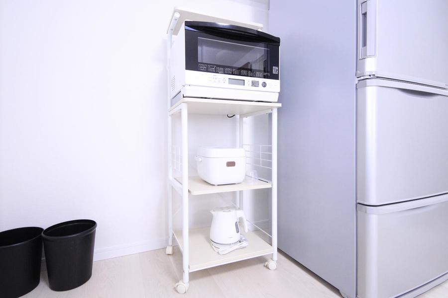 キッチンラックはワゴンタイプ。使いやすい場所に移動できます