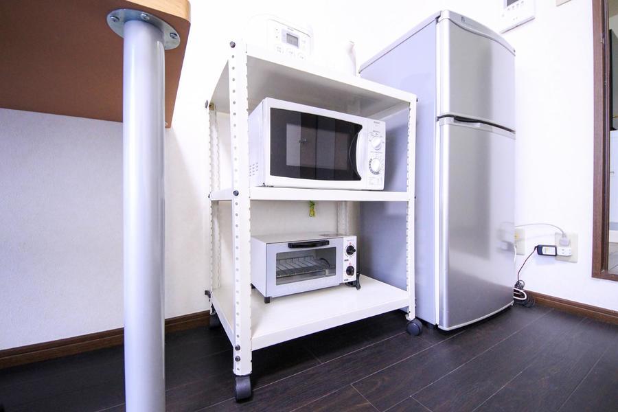 家電類は使いやすく一箇所に集約。キャスター付きで移動も可能です