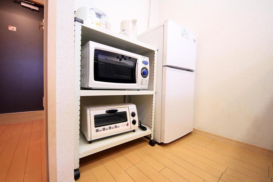 キッチンラックはワゴンタイプ。使いたい場所まで移動できます