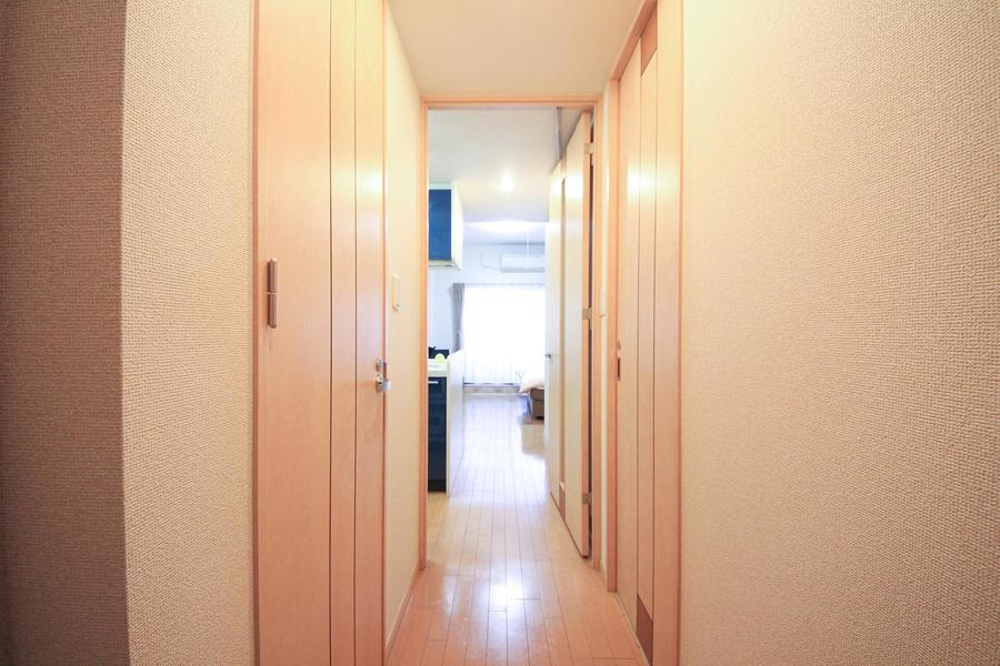 廊下はお部屋と同タイプのフローリングで統一感があります