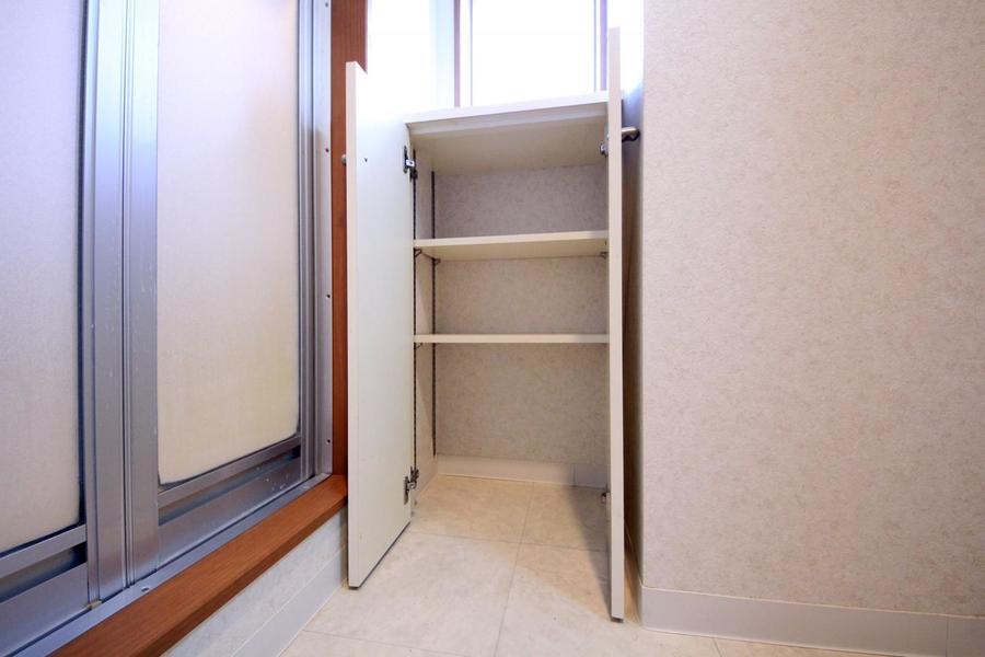 脱衣所部分には便利な収納棚!