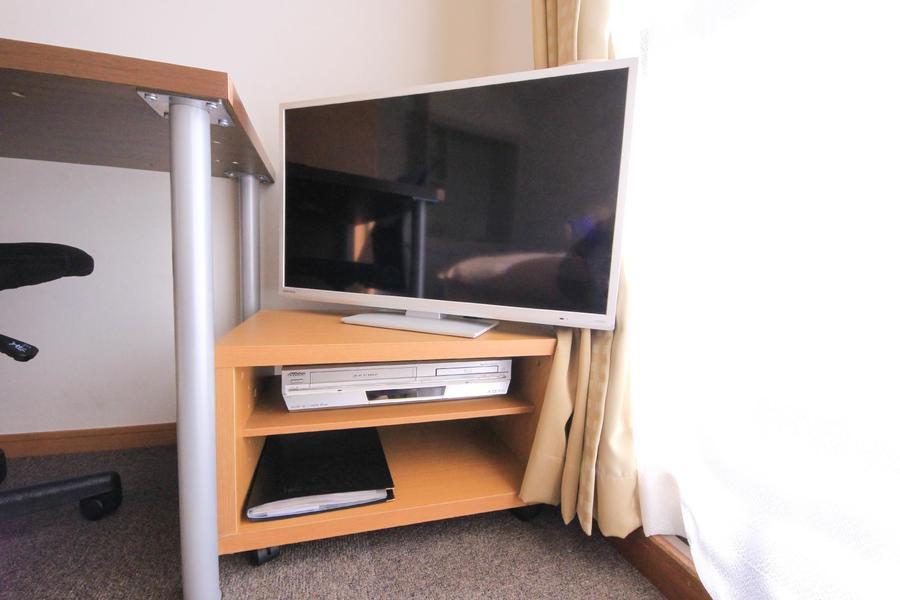 テレビはベッドからも見やすい位置に設置しています