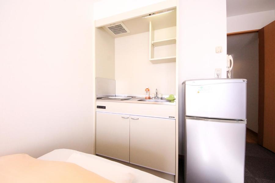 キッチンはコンパクトサイズ。火を使わないIHコンロタイプです
