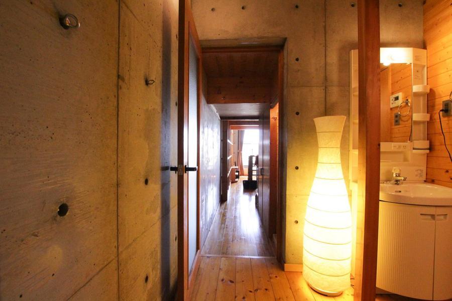 温かみのある照明がお部屋の雰囲気を引き立てます。