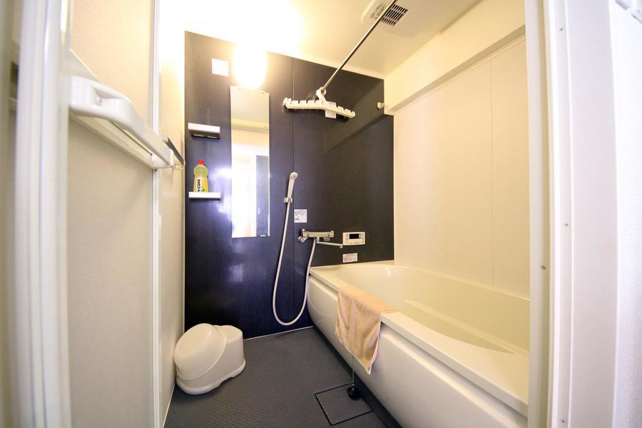 広くゆったりとしたバスルーム。嬉しい浴室乾燥機能を搭載!