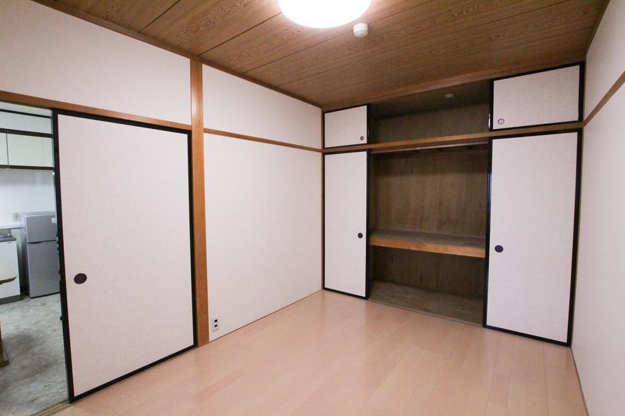 和室の趣を残したお部屋。押入れ収納は大きめで収納力抜群!