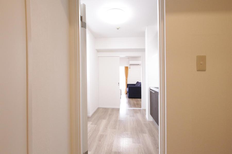 明るく広々。落ち着いた雰囲気のくつろげるお部屋です。