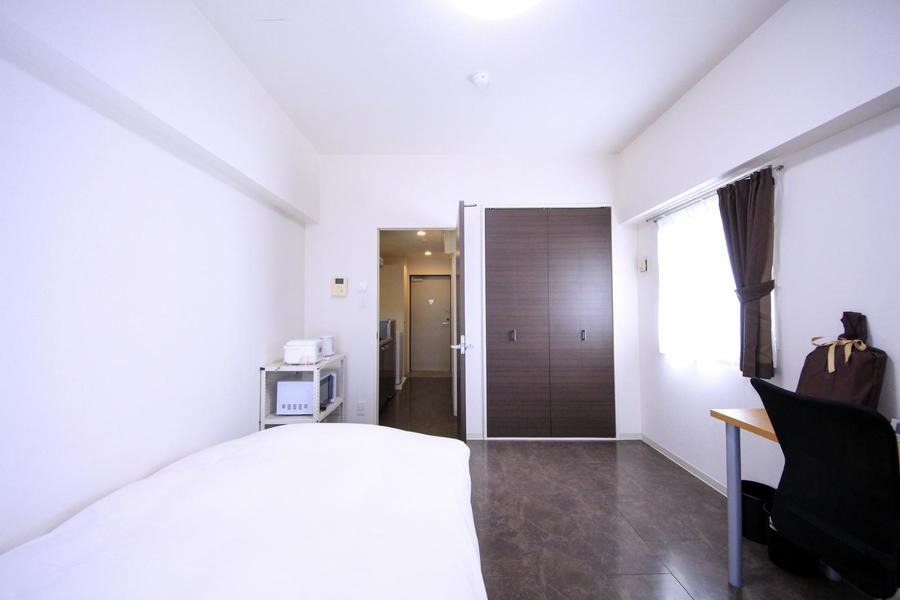 お部屋と廊下の間の仕切り扉はプライバシー保護に役立ちます