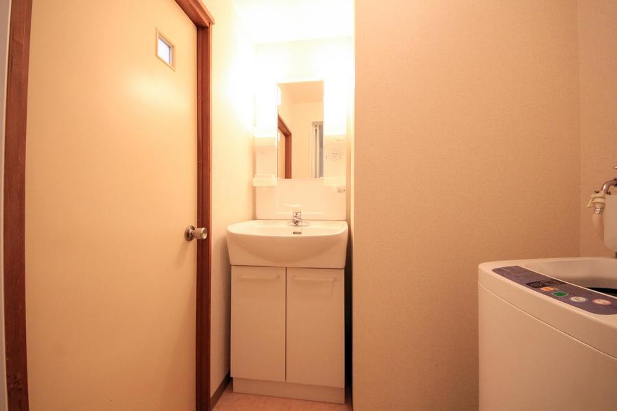 白で統一された洗面台は清潔感あふれる佇まい