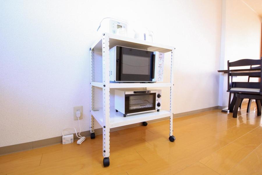 キッチン家電類は移動可能なワゴンラックに集約