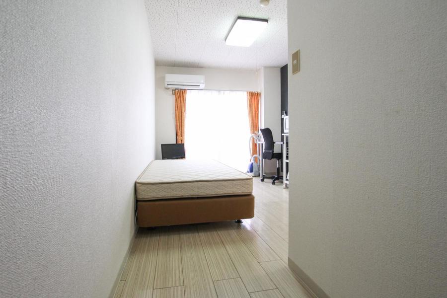 お部屋の窓は大きく部屋を明るく照らしてくれます