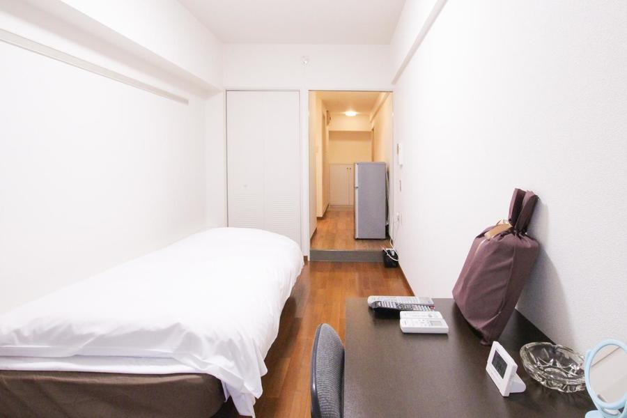 お部屋と廊下のフローリングの統一感で、奥行きの広さが際立ちます