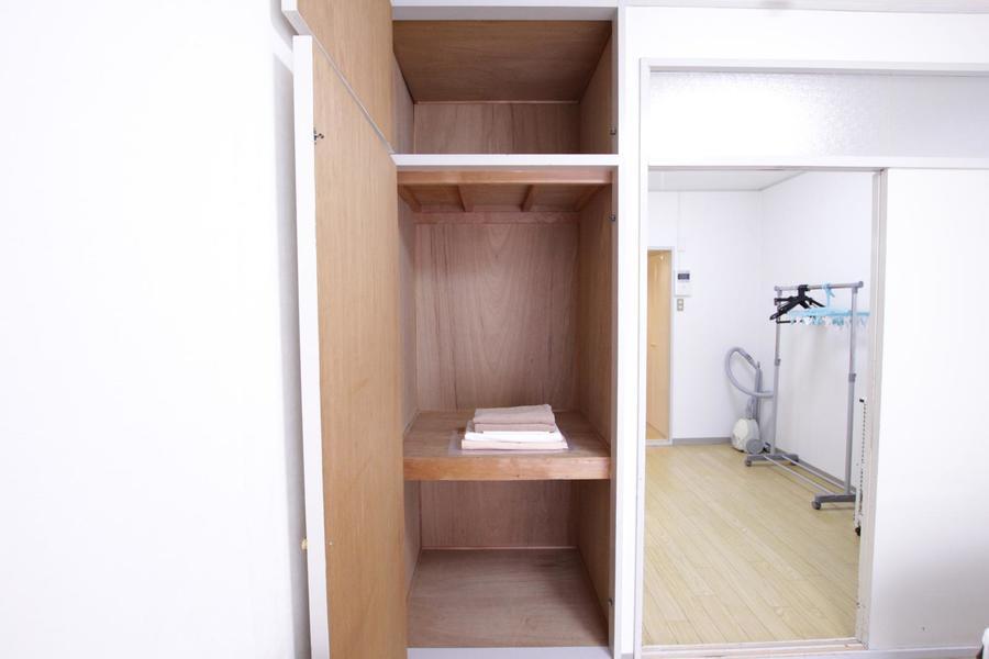 お部屋のクローゼットは天井まで届く大容量タイプ