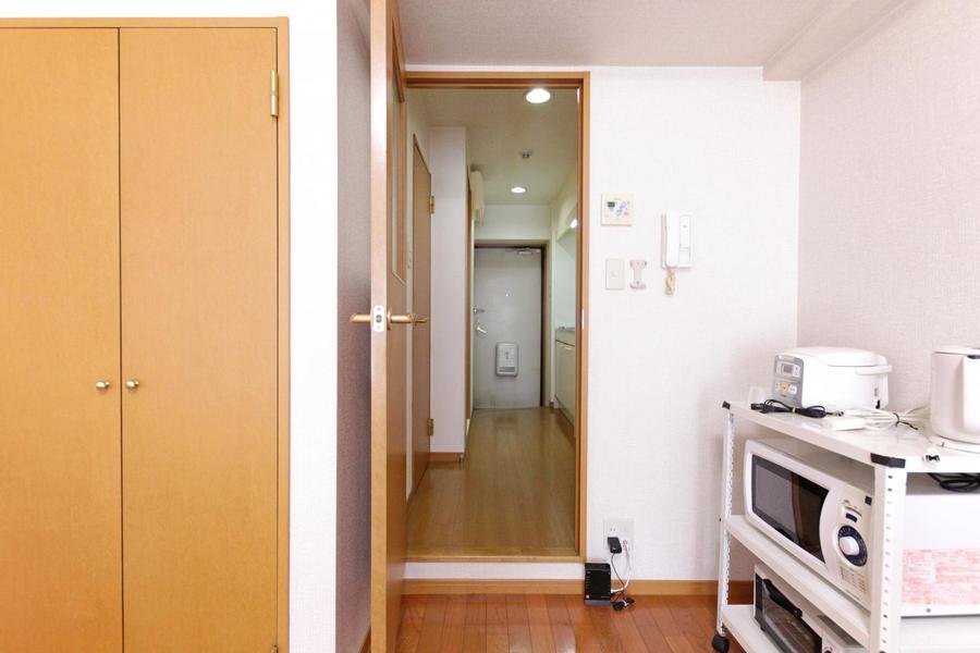 お部屋と廊下の間には仕切り扉があり来客時も安心です