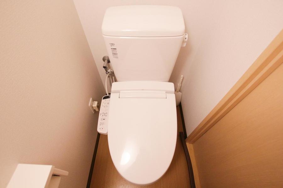 清潔感のあるトイレ。ウォシュレットを完備しています