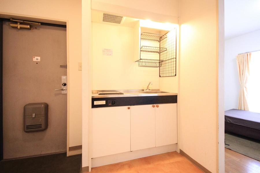 広く使いやすいキッチン。使い勝手の良い電気コンロです