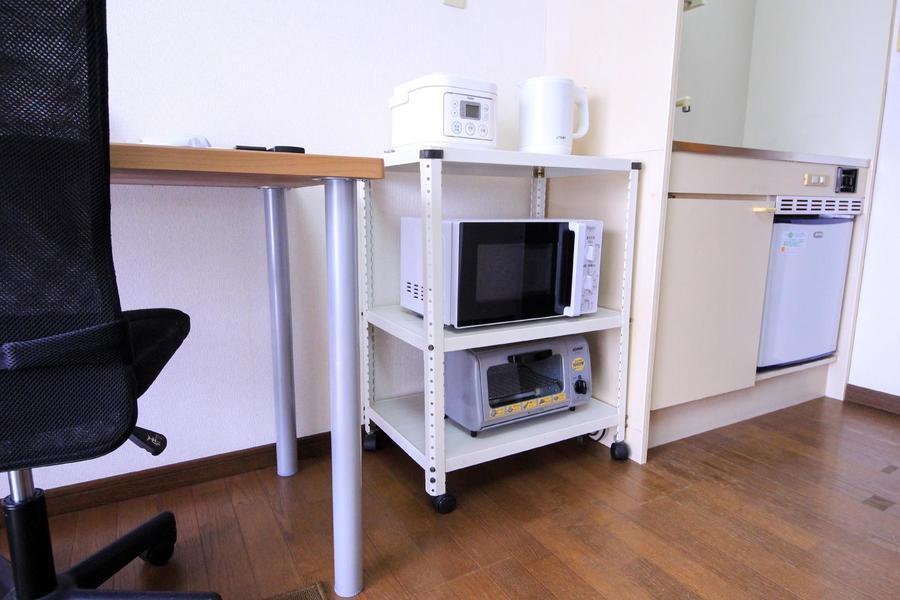 キッチン横の家電ラックには家電類を集約