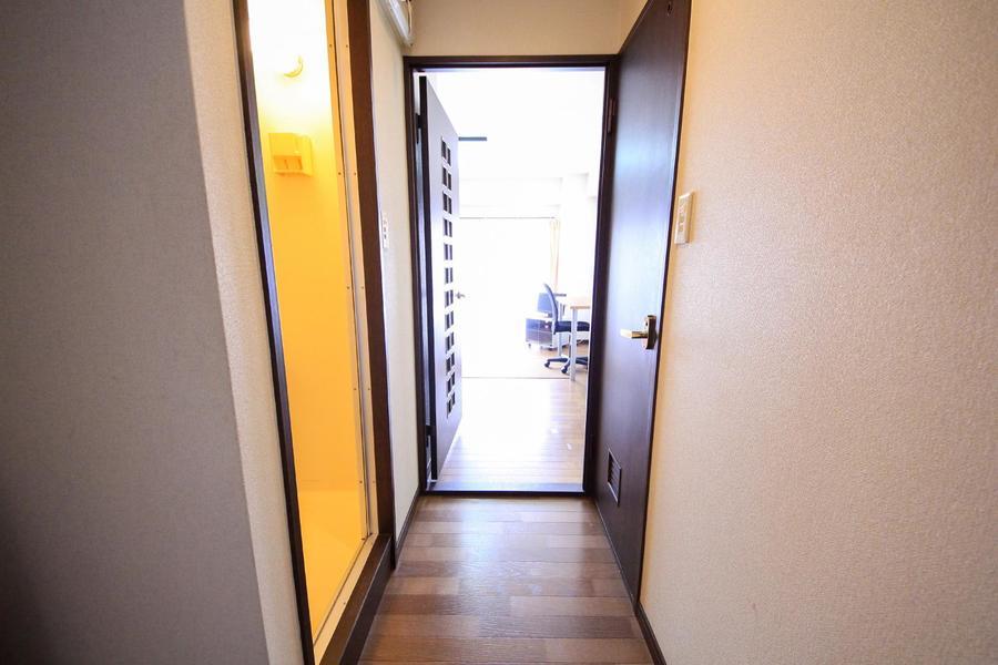 お部屋と廊下の間には仕切り扉があり、室温調節にも便利