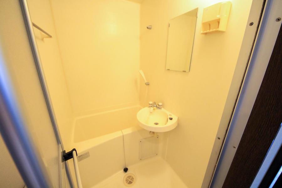 バスルームはシンプルかつコンパクト