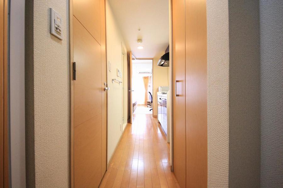 玄関から続くフルフラットな廊下。深夜のご帰宅も安心です