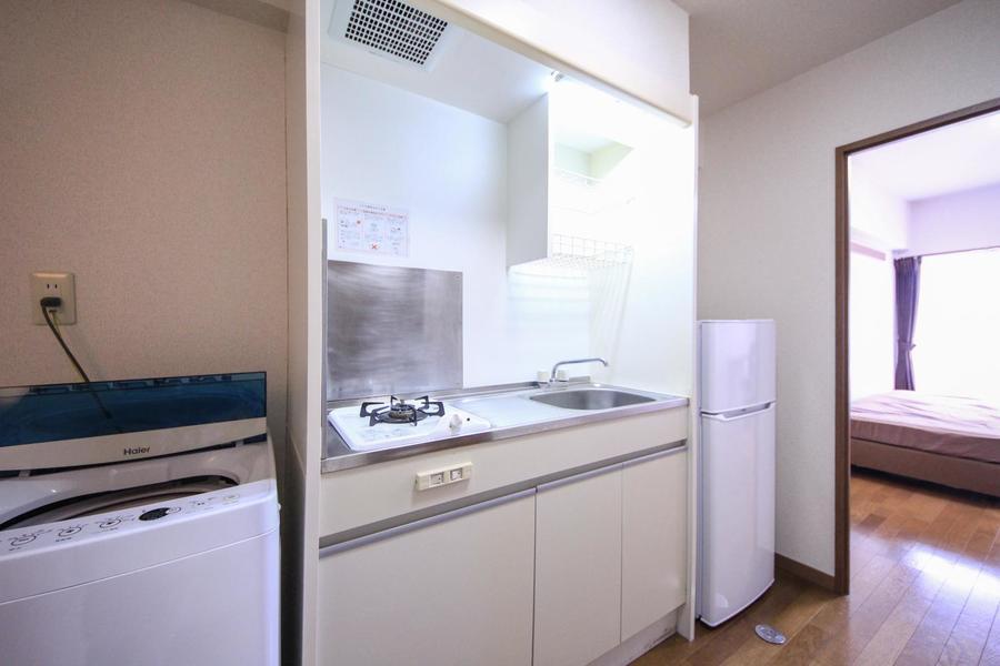 キッチンはコンパクトタイプ。安心火力のガスコンロタイプです。