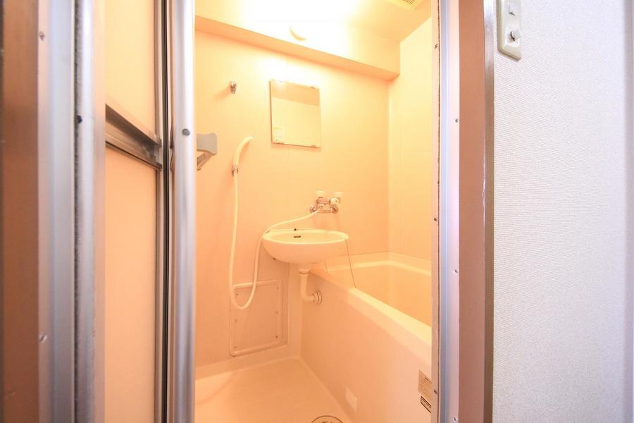 くつろぎのバスルーム。ゆったりとリラックスできる空間です。