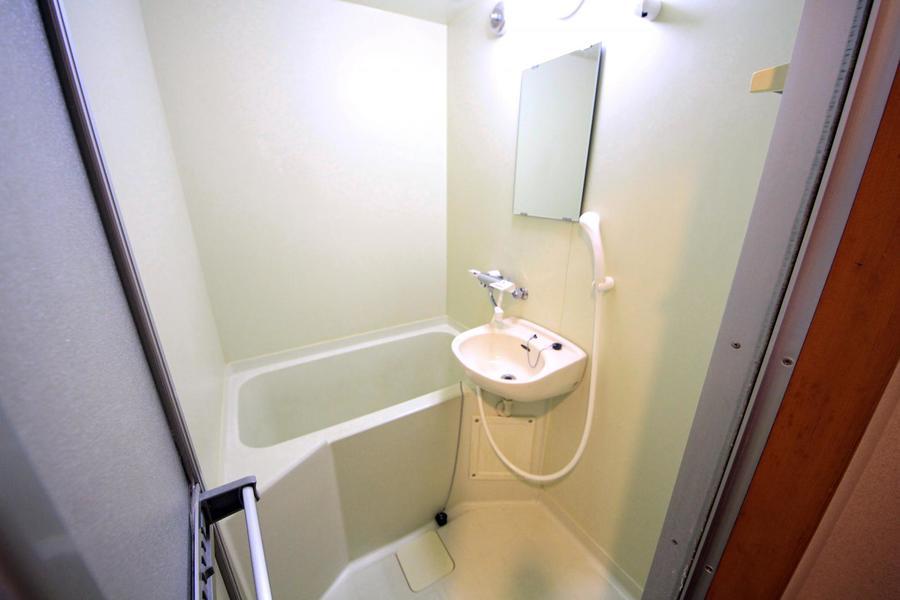 清潔感あふれるバスルーム。ゆったりとリラックスできる空間です