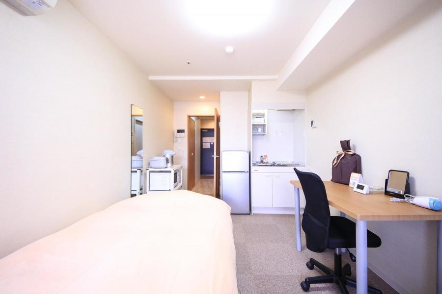 お部屋と廊下の間には仕切り扉。プライバシー確保、室温管理に役立ちます