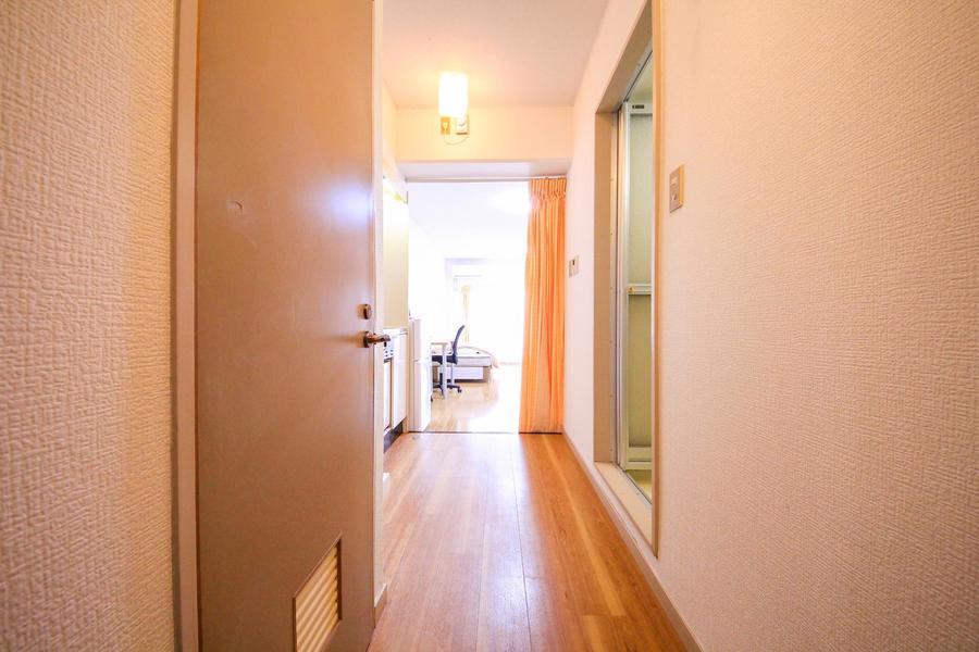 廊下とお部屋を仕切るカーテンでプライバシーも確保できます